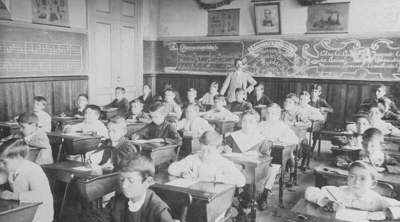 A reconstrução do País nasce no chão da escola pública